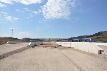 puente en carretera de nueva construccion en obras