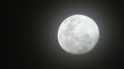 луна в тёмную ночь