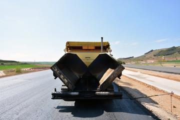 maquinaria para asfaltar carreteras