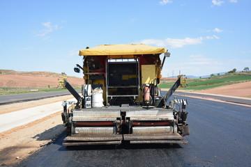 maquina para asfaltar la carretera