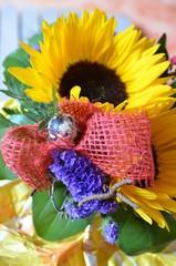 Sonnenblumenstrauß mit Osterei