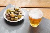 cerveza y olivas
