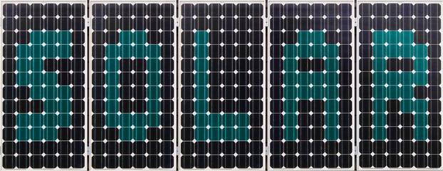 S O L A R - Schriftzug auf Solarpanel