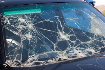 Vandalismus an einer Autoscheibe