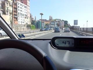 Guidando verso il centro citta'