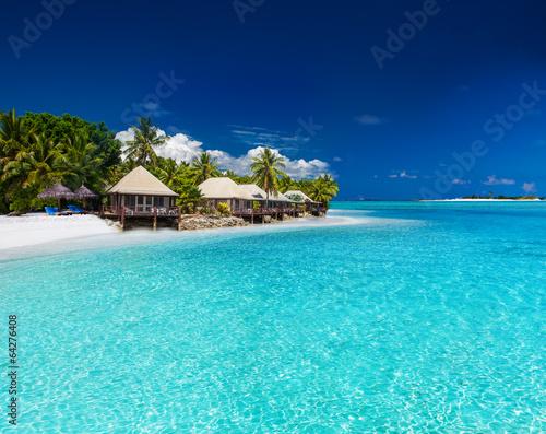 Poster Oceanië Beach Villas on small tropical island