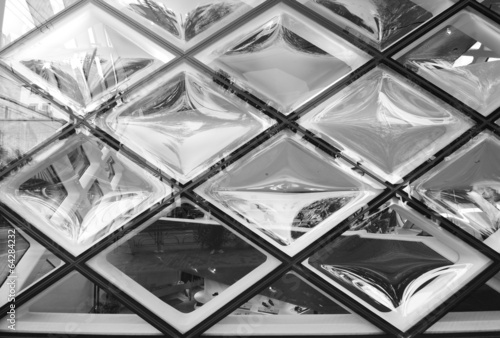 Rhomboid-grid glass texture - 64284232