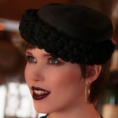 Frauenportrait elegant mit Hut