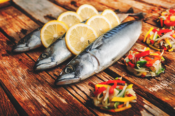 Mackerel fish with lemons and vegetables