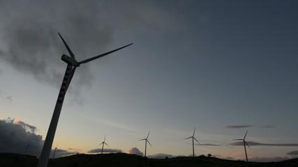 concept énergie solaire et éolienne