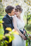 Fototapety Brautpaar im Frühling