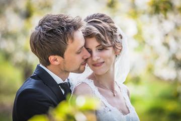 Brautpaar im Frühling