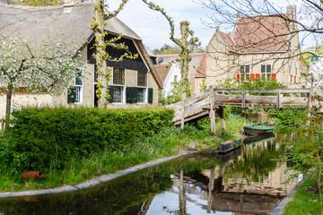 Hallehuis met dwarsdeel uit Giethoorn (Overijsel)