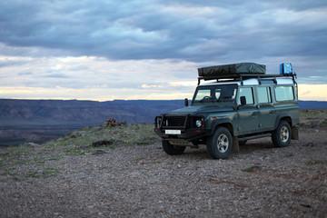 Geländewagen am Canyon