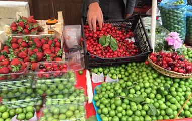 Yeşil ve Kırmızı Meyveler