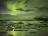 Northern lights over jokulsurlon