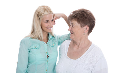 Vorsorge im Alter: Tochter mit der Großmutter