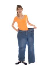 Erfolgreiche Gewichtsabnahme - junges Mädchen isoliert