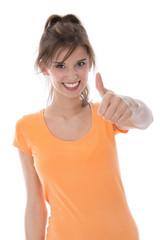Begeisterte glückliche junge Frau mit Daumen hoch isoliert