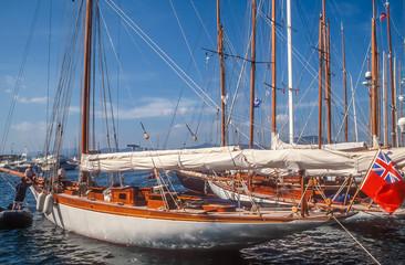 Segelyacht im Hafen von St. Tropez