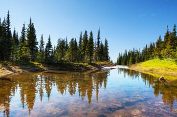 fototapeta jezioro w górach