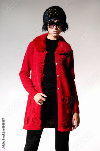 In de dag Art Studio Portrait of young girl in red coat with hat. Fashion photo,