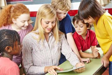 Unterricht mit Tablet PC in Schule