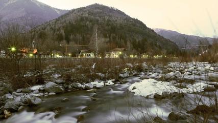 fiume sulle dolomiti