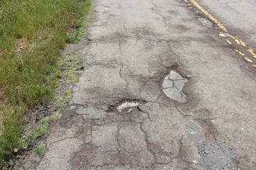 Pothole road in California - Yokohl Drive