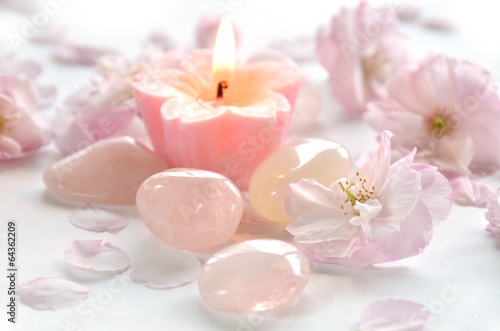 In de dag Kersen gemstones with candle and flowers