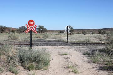 Bahnübergang in der Wüste