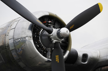 Bomber airplane engine