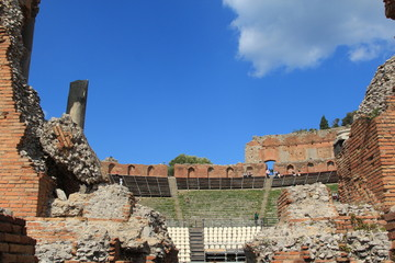 Veduta delle cavee del teatro di Taormina