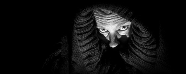 Scary Woman in Shroud, Panorama