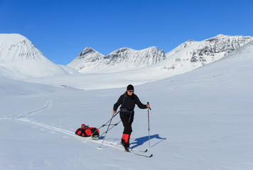 Cross country skiing with pulka