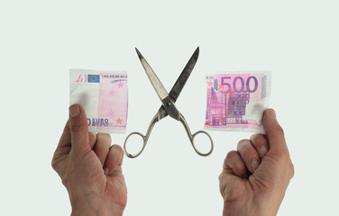 cutting 500 euro note
