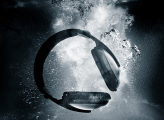 headphones underwater