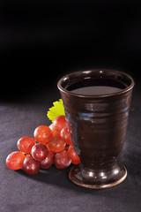 Weintrauben und Weinkelch
