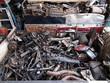 解体工場の自動車部品