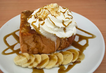 banana and caramel toast