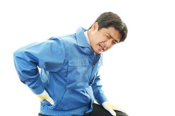 腰痛を訴える作業員