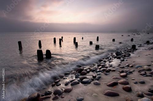 wczesnie-rano-mgly-morza-baltyckiego-plazy