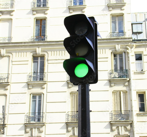 feu vert signalisation urbaine paris photo libre de droits sur la banque d 39 images fotolia. Black Bedroom Furniture Sets. Home Design Ideas