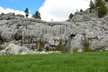 kayalıklarda coşkulu atlayış