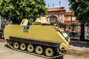 Armoured vehicles and soldiers in front of the National Museum i