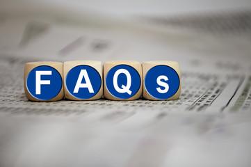 Würfel in Blau mit FAQs