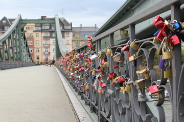 Frankfurt bridge love chains