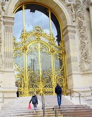 l'entrée du petit palais à paris,lieu touristique