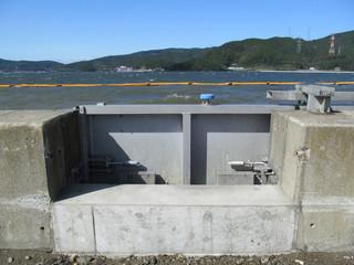 防波堤の陸閘