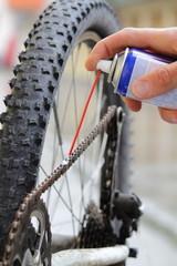 Reinigen und Ölen einer Fahrradkette mit Ölspray 2